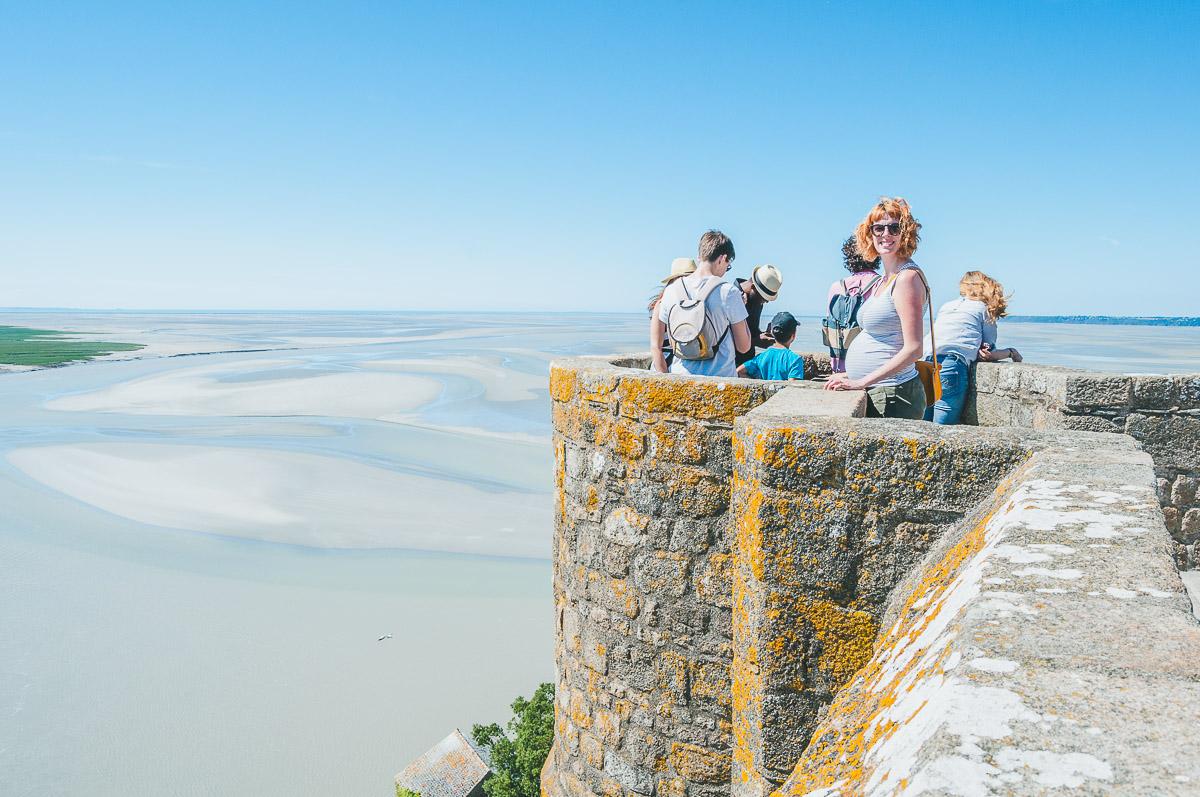 Sanne op het terras van Le Mont Saint-Michel