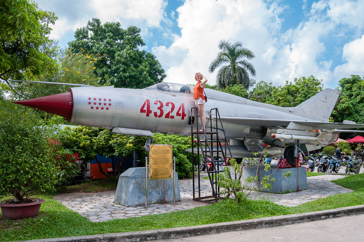 Sanne in het Vietnam Military Museum
